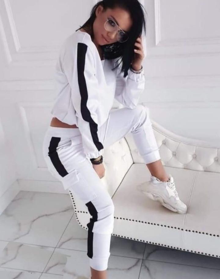Линда Женский спортивный прогулочный костюм с карманами на штанишках С-ка белый