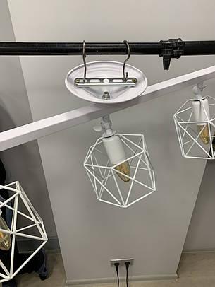 Потолочная люстра с тремя белыми плафонами, фото 2