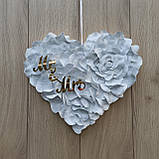 Біле серце з пелюсток троянди  з написами Mr & MRS., фото 3