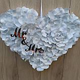 Біле серце з пелюсток троянди  з написами Mr & MRS., фото 7