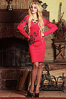 Платье футляр по колено с длинными рукавами и V-вырезом. С цветочным принтом. Красное, фото 1