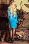 Платье футляр по колено с длинными рукавами и V-вырезом. С цветочным принтом. Голубое, фото 2