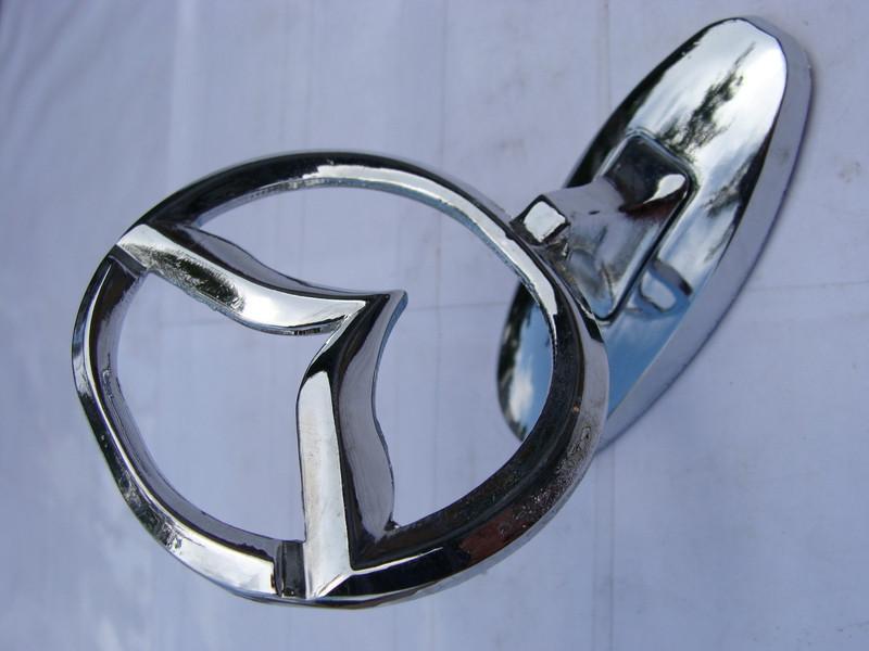 Эмблема на капот Mazda (прицел)