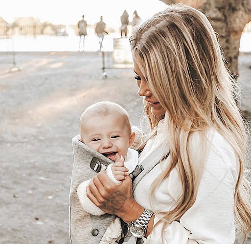 Мамин помощник в весенних прогулках рюкзак-кенгуру Babybjorn Mini
