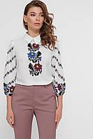 Женская белая блузка с цветами