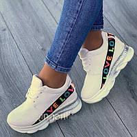 Модные женские кроссовки белые