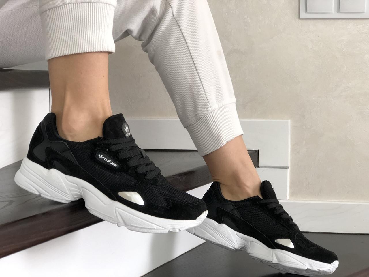 Женские кроссовки Adidas Falcon (черно-белые) 9326