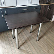 Кухонный стол на хромированных ножках для маленькой кухни 900х600 мм.. Простой надежный стол на кухню.