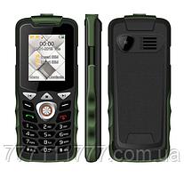 Телефон кнопочный черный с удобными кнопками и фонариком на 2 сим карты Uniwa W2026 green