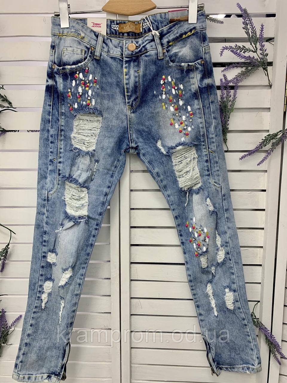 Стильные рваные летние джинсы женские