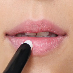 Вспомогательные средства для макияжа губ