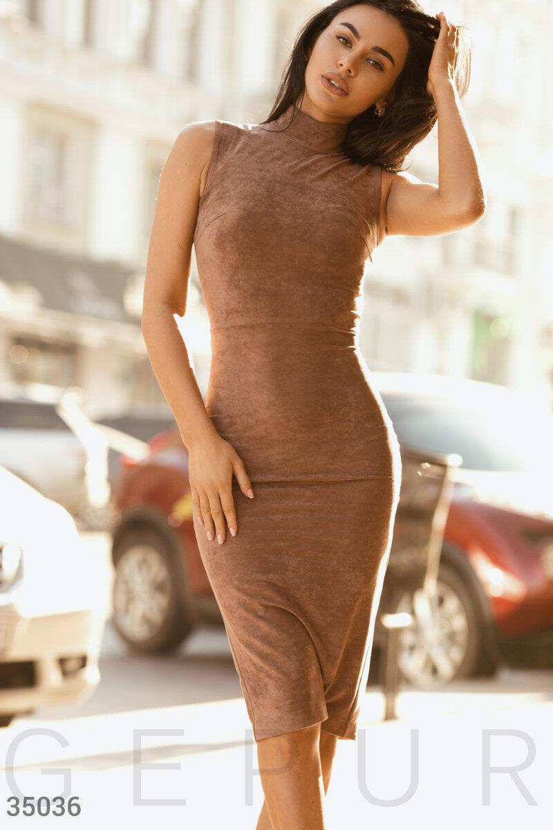 Облегающее замшевое платье-футляр