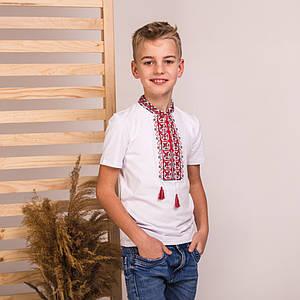 Белая футболка с красным вышитым воротничком Левко