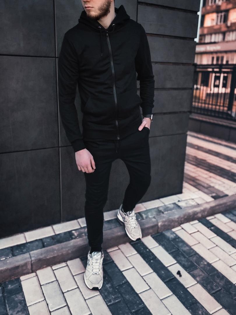 Спортивный черный мужской костюм с капюшоном