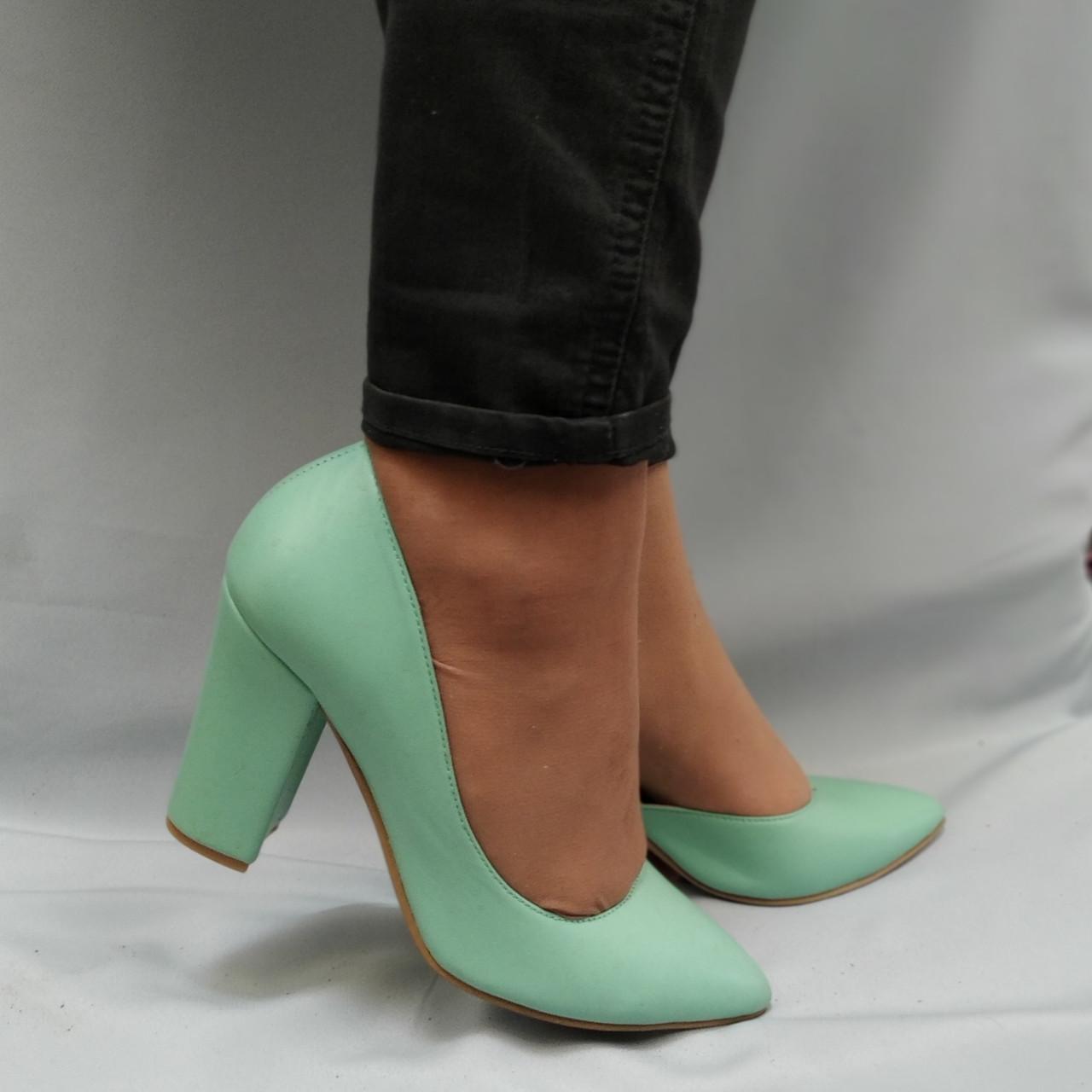 Туфли женские на каблуках кожаные