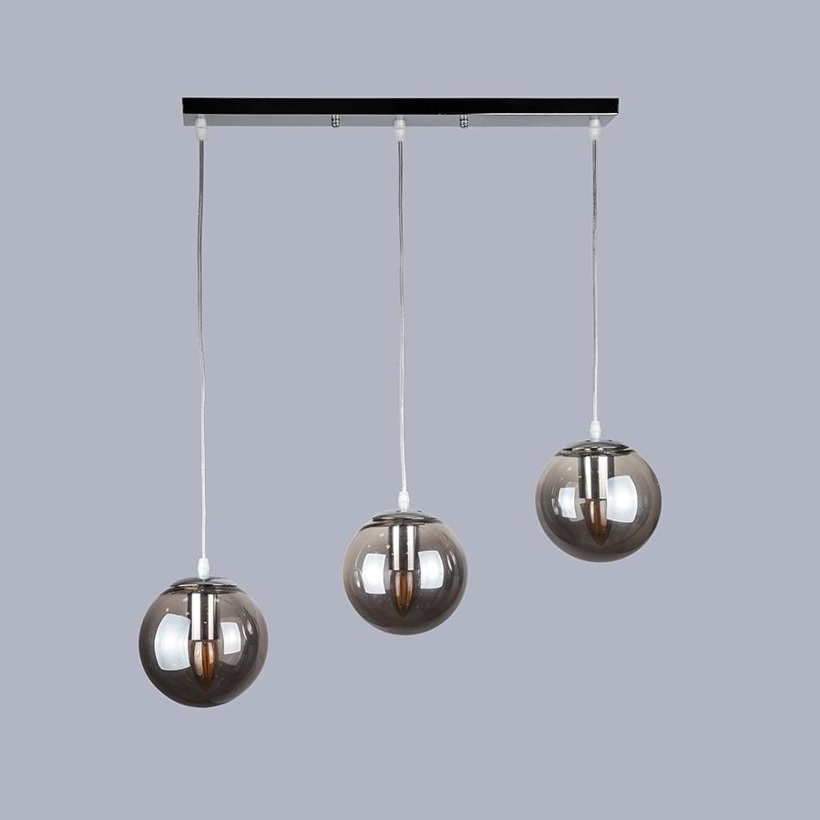 Серебряная люстра на три чёрных шара