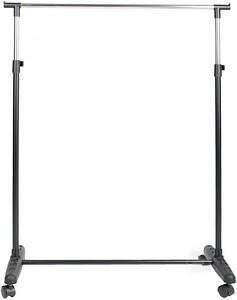 Одинарная стойка для одежды черного цвета на колесиках.