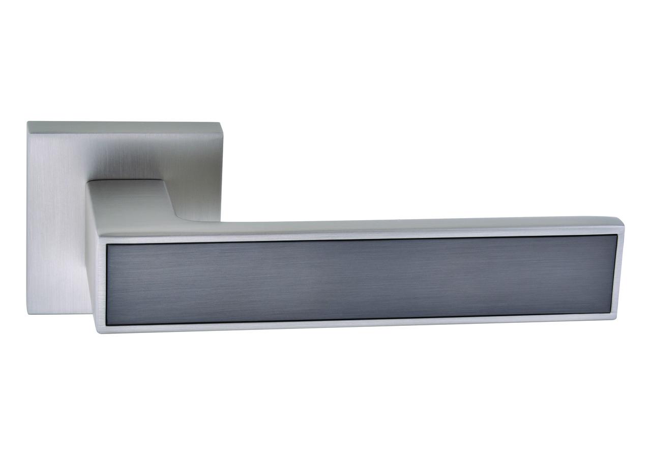Ручка дверна на розетці Ombra