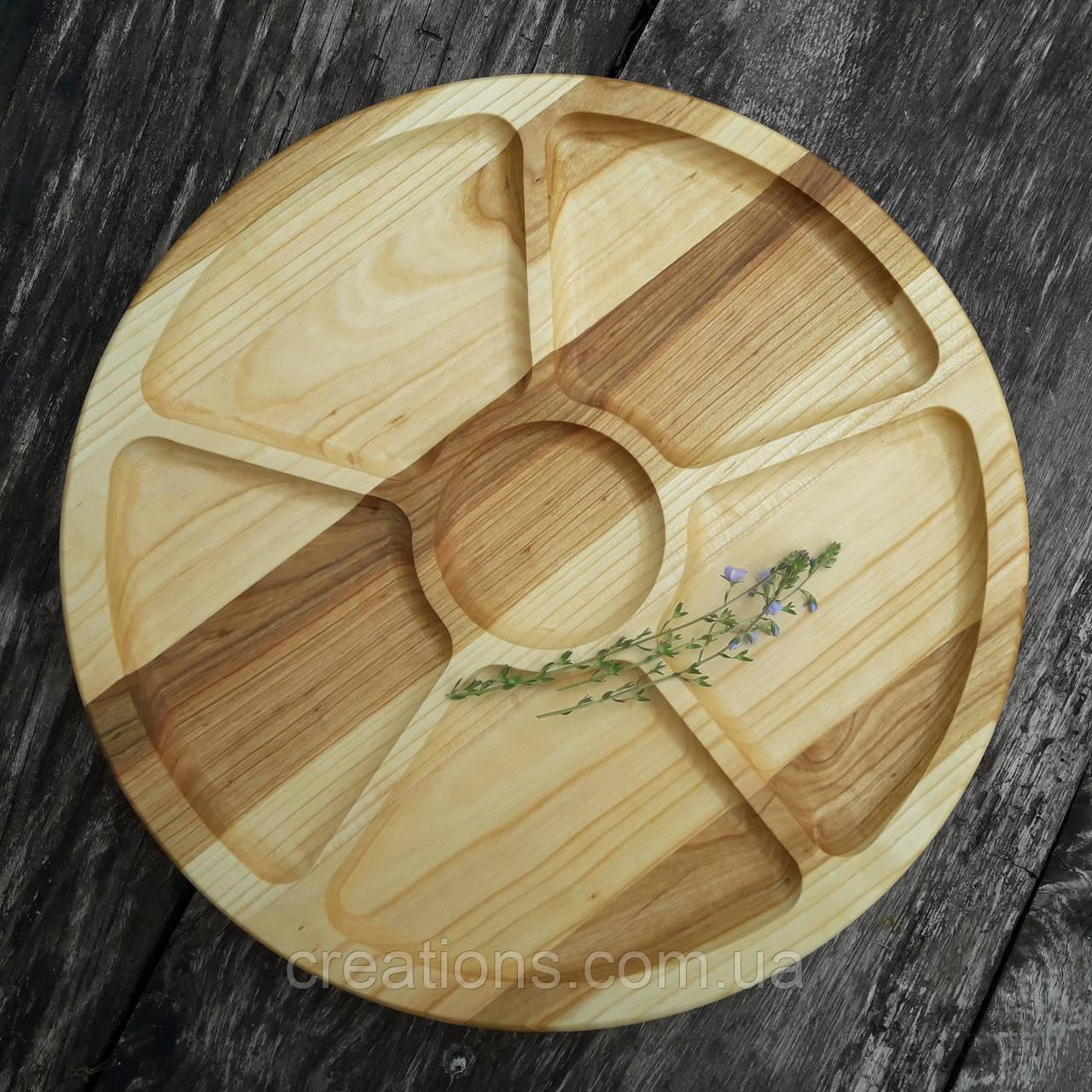 Менажница деревянная 35 см. круглая на 5 секций с соусницей из черешни, ясеня