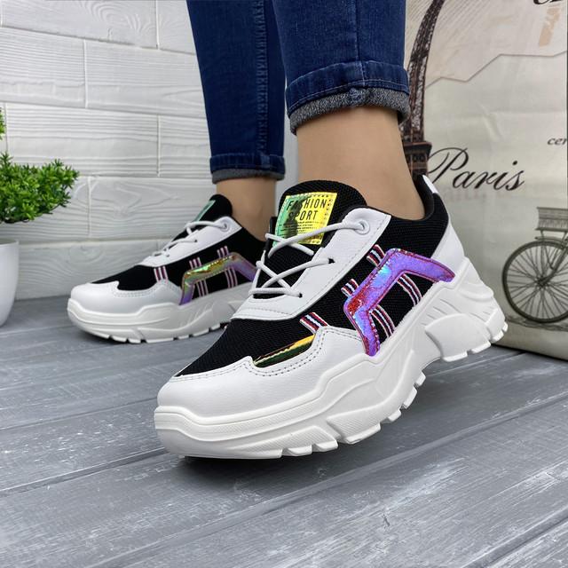 Жіночі чорно-білі кросівки з кольоровими вставками
