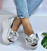 Кожаные женские туфли серебро с бантом на белом платформе открытый носок Charisma