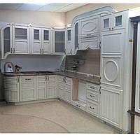 Кухня Классика, в  массиве ясеня, в патине и  с барным столиком