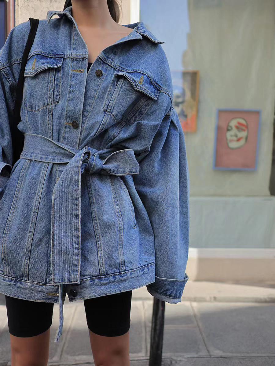 Джинсовый удлиненный пиджак с поясом