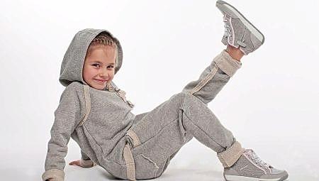 Для девочек: спортивные и повседневные, прогулочные костюмы