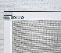 Москитная сетка из профиля 10*20 на кронштейнах белая