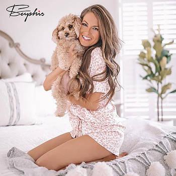Пижама женская атласная на пуговицах. Комплект шелковый для дома, сна с леопардовым принтом (белая с розовым)