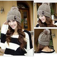 Женская зимняя шапка с бубоном