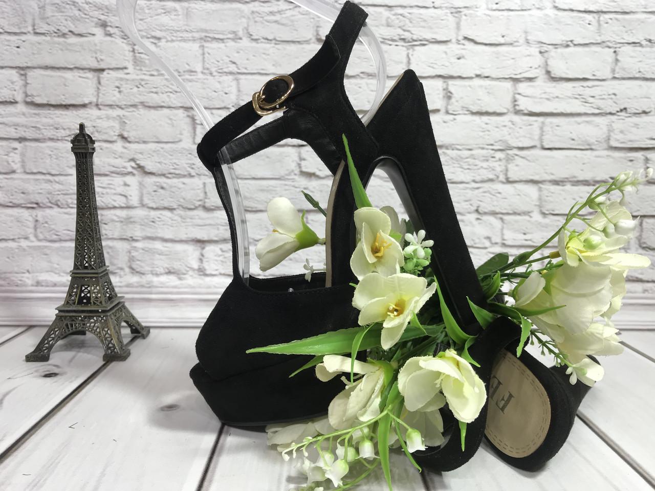 Супер стильные женские босоножки на каблуке из черной замши с перемычкой по подъему. Классический стиль.