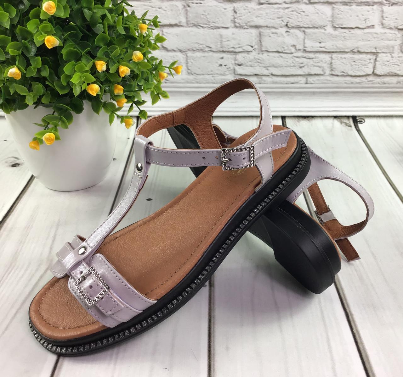 Женские открытые летние сандалии на ровном ходу на застежке и перемычке по подъему.