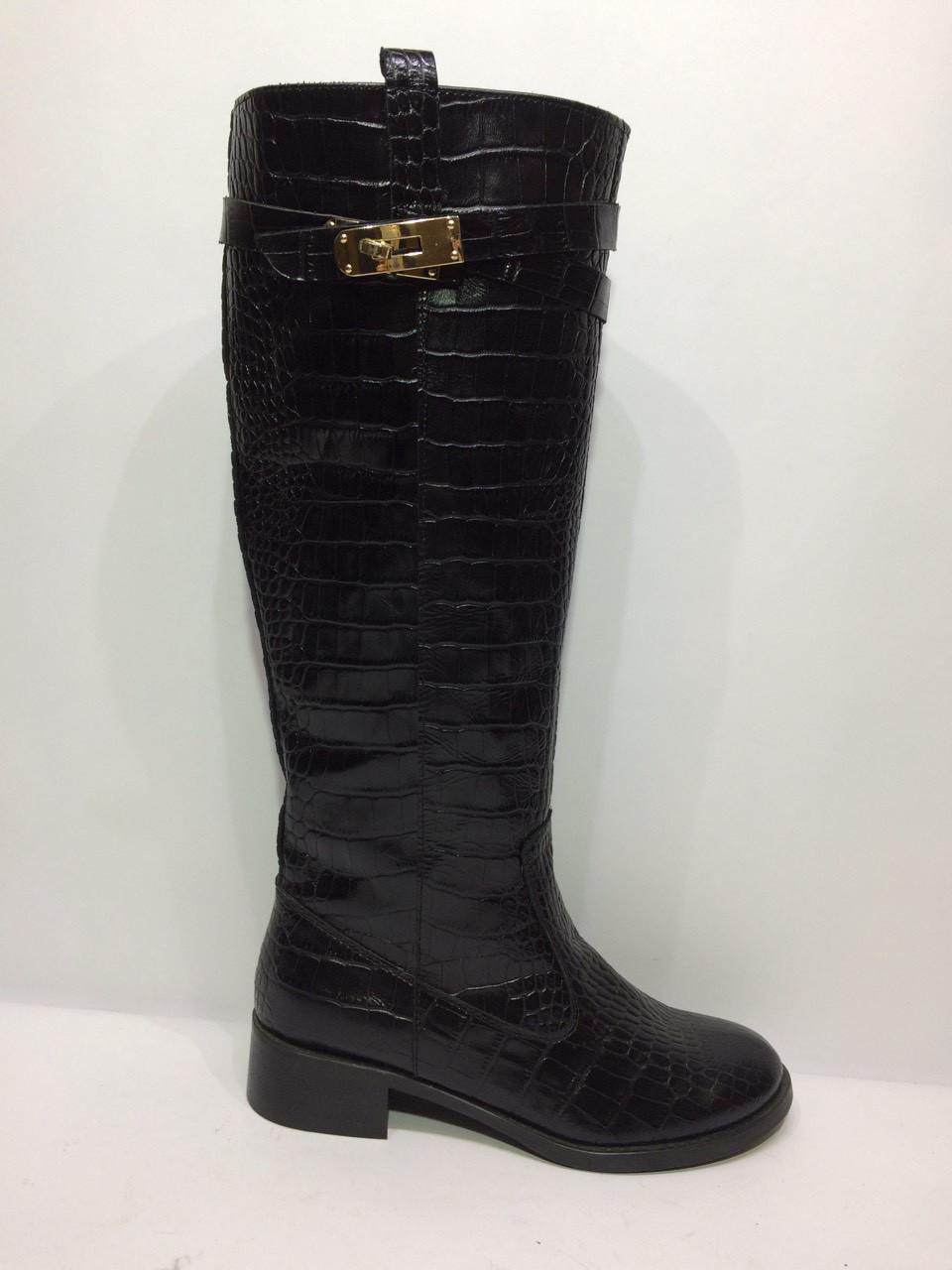Модные женские сапожки -  замочек из натуральной кожи под крокодила черного цвета.