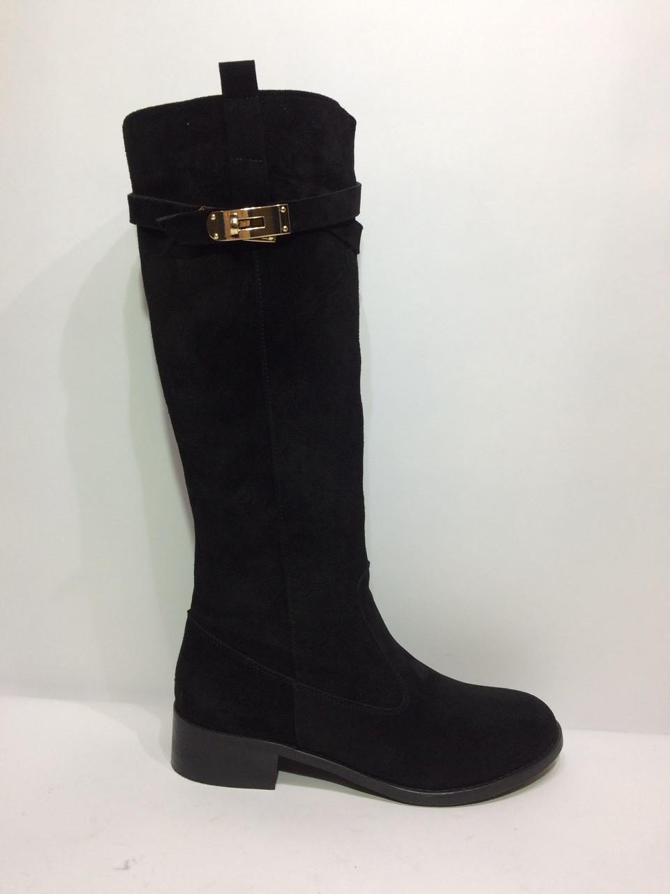 Модні жіночі чобітки - замок з натуральної замші чорного кольору.
