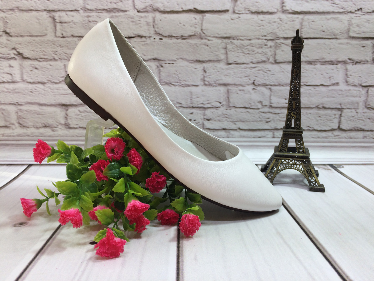 Классические туфли балетки натуральная кожа, цвет белый.