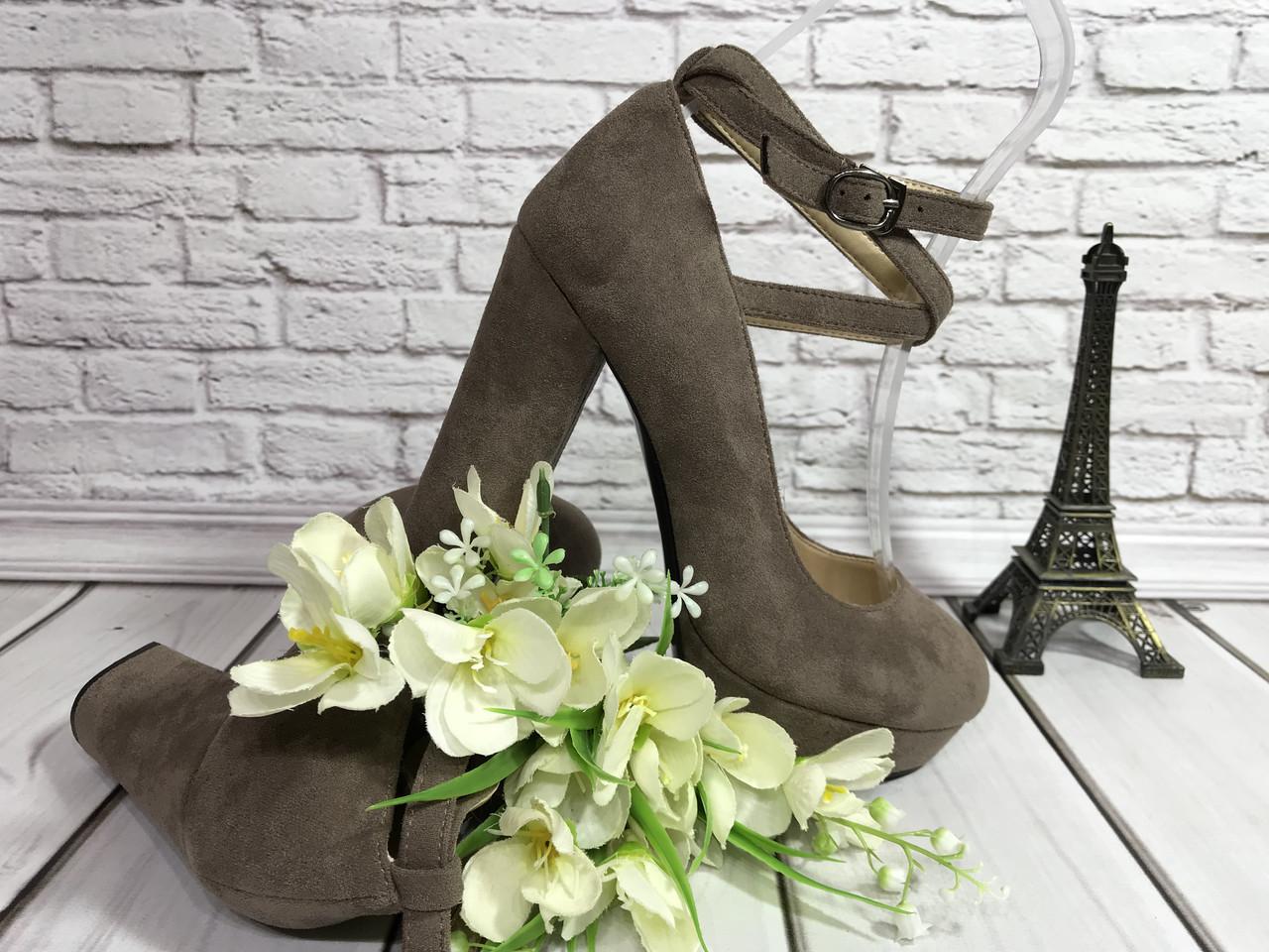 Женские туфли на среднем каблучке с перемычками по ноге, цвет бежевая замша.