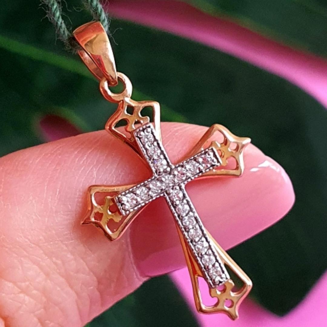 Золотой крестик с бриллиантами - Крестик женский с бриллиантами