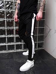 Мужские черные штаны с лампасами