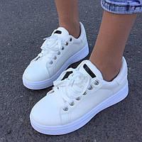 Женские кроссовки в белом цвете