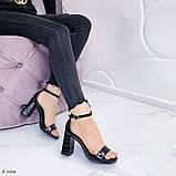 Женские босоножки на удобном устойчивом каблуке, эко кожа рептилия черные, фото 2
