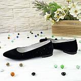 Женские замшевые туфли-балетки с заостренным носком, декорированы накаткой камней., фото 4