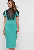 Атласное платье футляр с кружевом светло-зеленый
