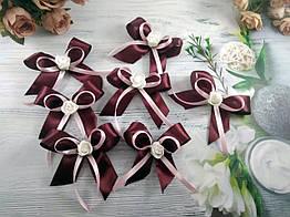 Бутоньерки-бантики для гостей любые цвета