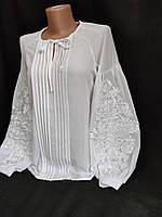 Жіноча блуза з вишивкою біла