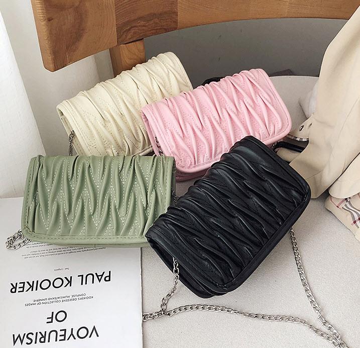 Стильная элегантная сумка клатч на цепочке