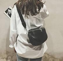 Стильна чорна сумка на ремінці оригиального дизайну, фото 3