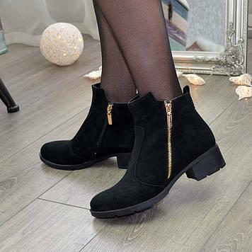 Женские замшевые полуботинки на невысоком каблуке, цвет черный