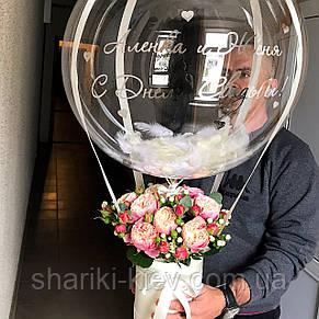 Букет в коробочке с цветами и Шар Баблс с индивидуальной надписью и перьями Пионовидные Розы, фото 3