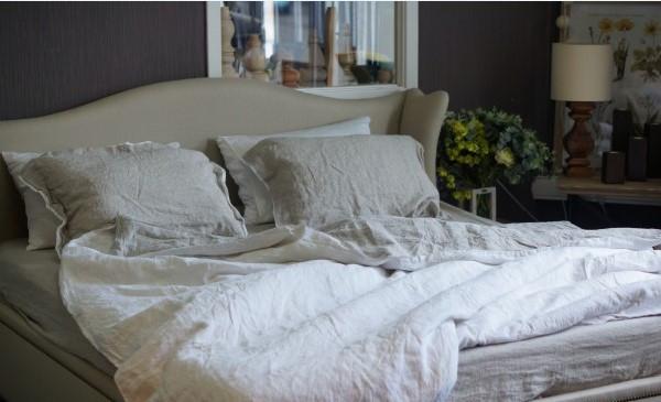 Комплект льняного белья бело-серый Devohome (двуспальный Евро)